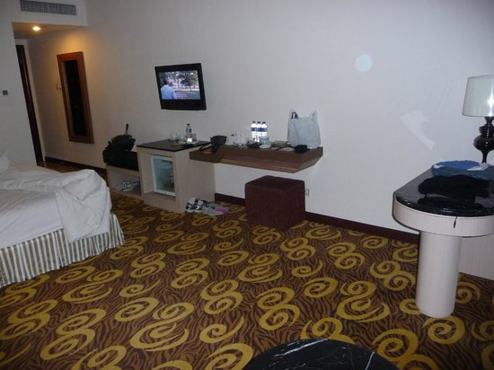 Grand Rocky Hotel Bukittinggi: Hotel room