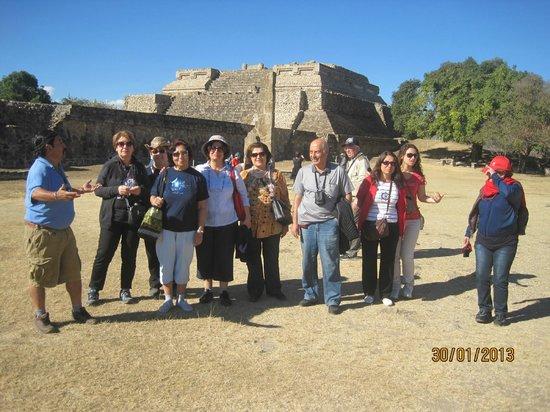 Monte Alban: frente templo Teotihuacano l