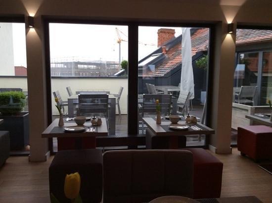 Gideon Hotel : Frühstücksraum mit Dachterrasse