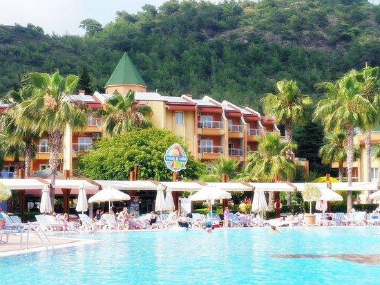 TUI Family Life Pascha Bay Hotel: Området