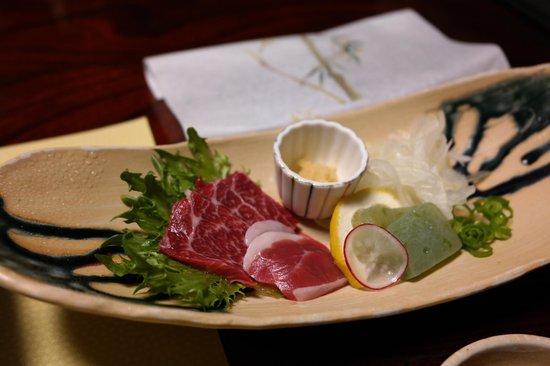Ryokan Sanga: Raw horse meat