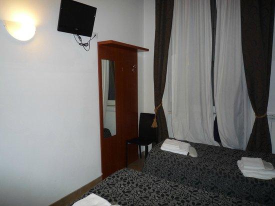 Hotel Brenta Milano : la stanza