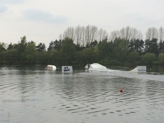Tattershall Lakes Country Park: Wake boarding