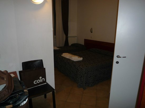 Hotel Brenta Milano : tv a parete