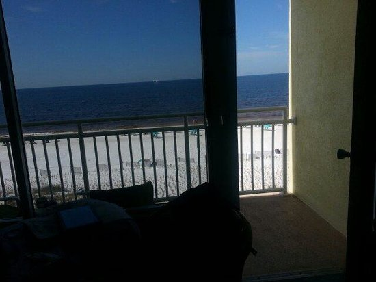 Best Western Ft. Walton Beachfront: Looking out the room onto balcony