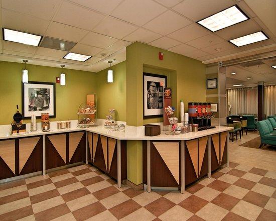 Hampton Inn & Suites Mountain View: Breakfast Bar