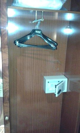 UNA Hotel Scandinavia: Closet