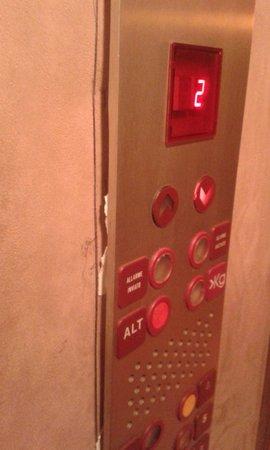 UNA Hotel Scandinavia: Poor elevator