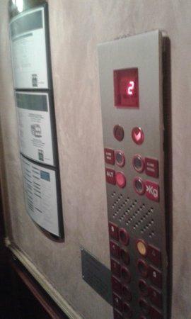 UNA Hotel Scandinavia : Poor elevator