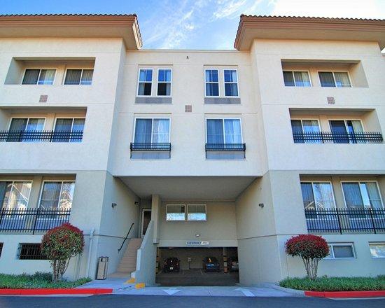 Hampton Inn & Suites Mountain View : Parking Garage