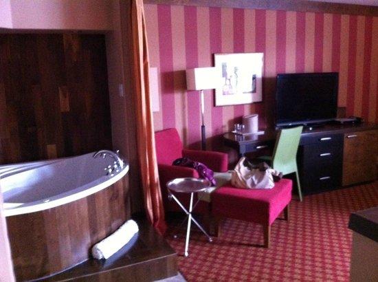 Le Champlain Hotel: Jacuzzi in suite