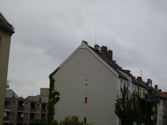baxpax Kreuzberg Hostel Berlin: View from the balcony