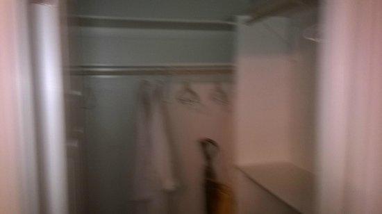 The Crossings Bed & Breakfast : Walk in closet in Josephine Room