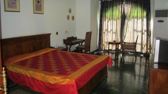 Sara Vilas Hotel: Chambre
