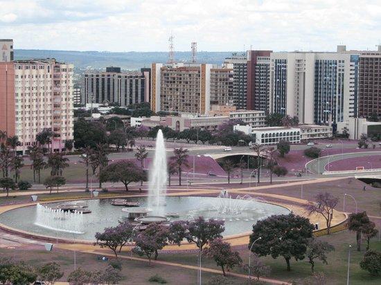 Brasil 21 Suites : Vista da Esplanada dos Ministérios a partir da janela do apartamento