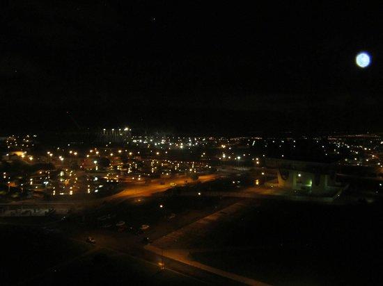 Brasil 21 Suites: Vista da Esplanada em noite de lua cheia, a partir da área da piscina e lazer