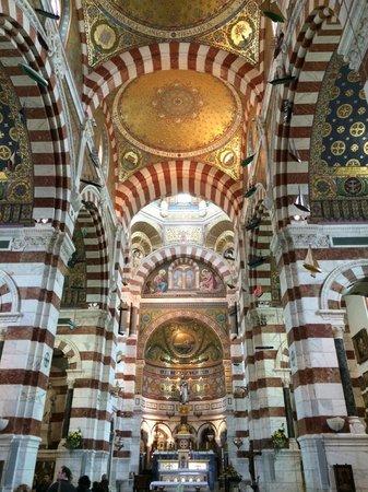 Basilique Notre-Dame de la Garde : внутри собора