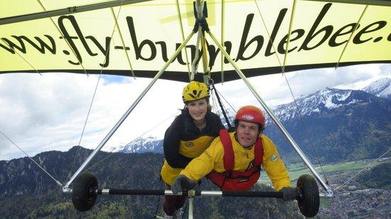 Bumblebee Hanggliding Interlaken: flying over interlaken