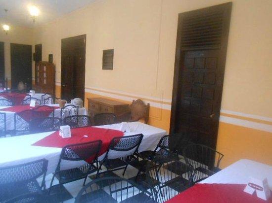 Mision Campeche : distancia de la puerta de la habitacion a la mesa del desayuno de las 6 de la mañana