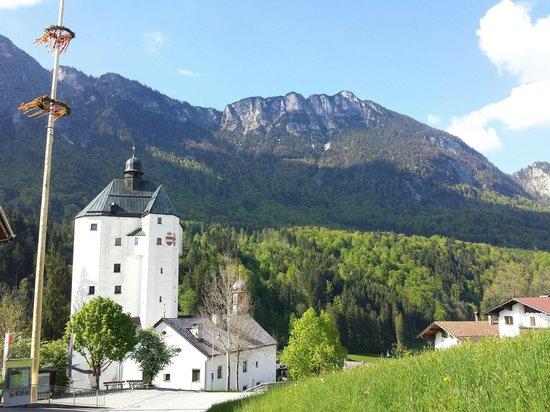 Mariasteinerhof: Die Aussicht auf die Wallfahrtskirche Mariastein