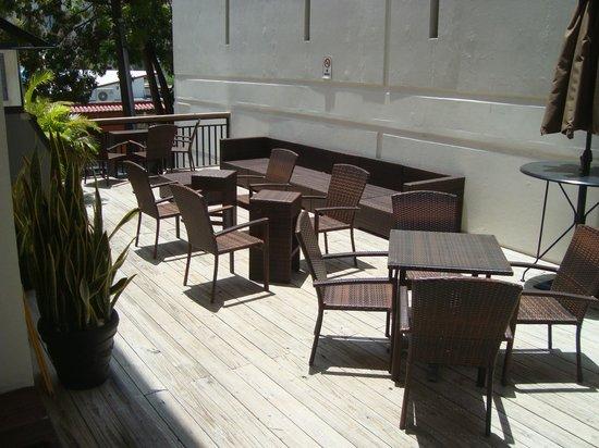 Casa Condado Hotel: Deck