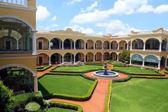 Real Hacienda Santo Tomas : Jardin central