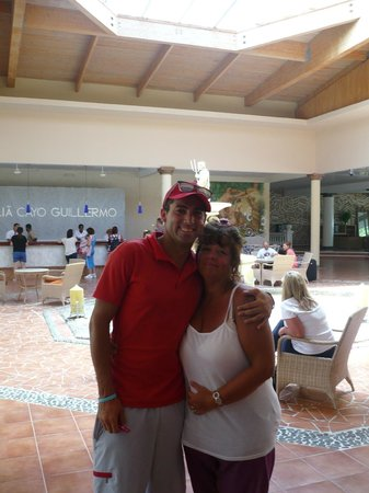 Melia Cayo Guillermo : Helmers, Entertainer