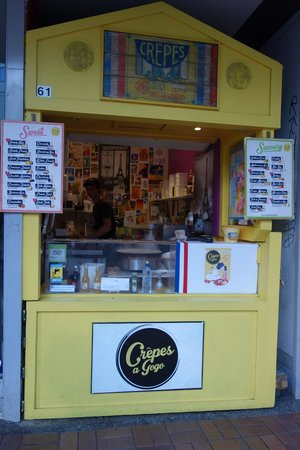 Crepes a Go-Go : The iconic yellow shop's stand