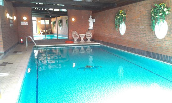 Crown and Cushion Hotel: swimming pool