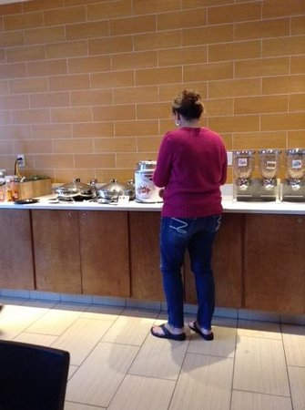 SpringHill Suites Indianapolis Downtown: breakfast