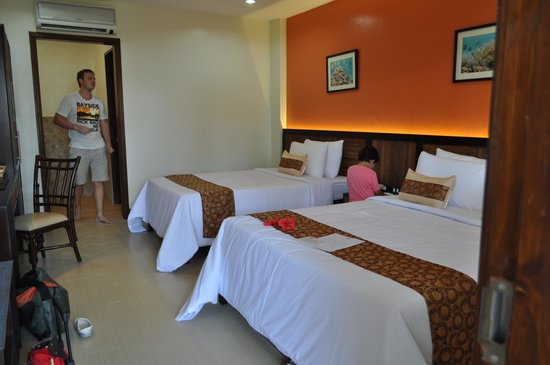 Bohol Beach Club: inside the room