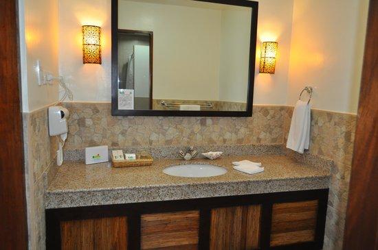 Bohol Beach Club: bathroom