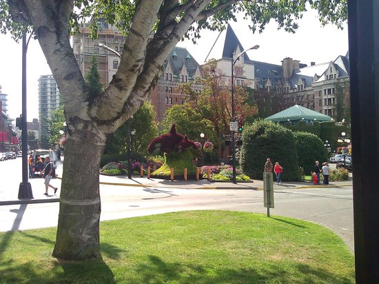 The Fairmont Empress : Empress from the street