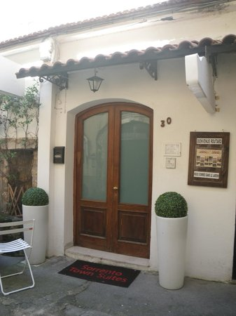 Sorrento Town Suites : Entrance