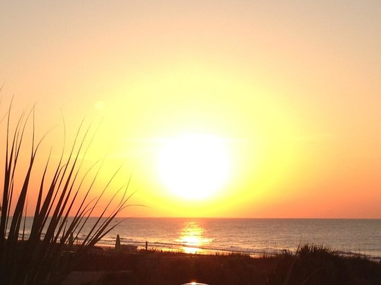 Hampton Inn & Suites Myrtle Beach/Oceanfront: Gorgeous sunrise!