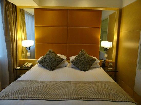 Jin Jiang Tower Hotel: Room