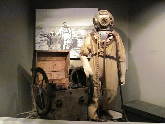 Columbia River Maritime Museum: Many historical artifacts