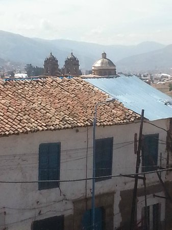 El Mercado: Lovely view of Cusco over roof of adjoining building.