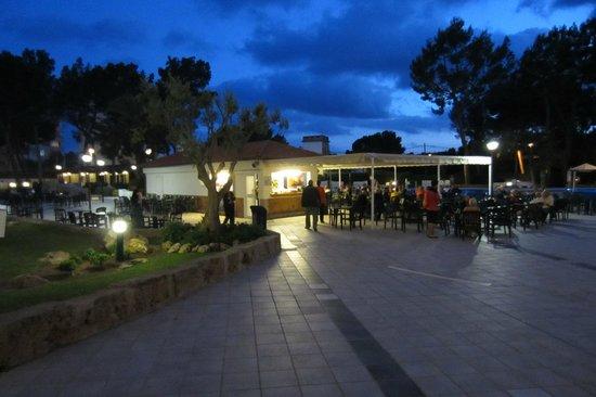 BQ Belvedere Hotel: Bar at night
