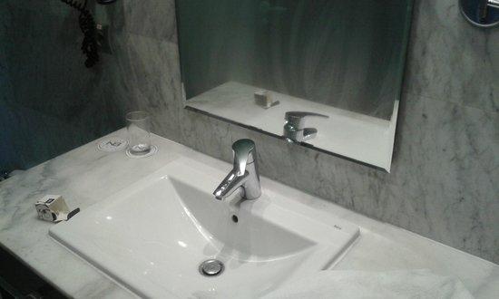 Hotel Nuevo Boston : Bathroom
