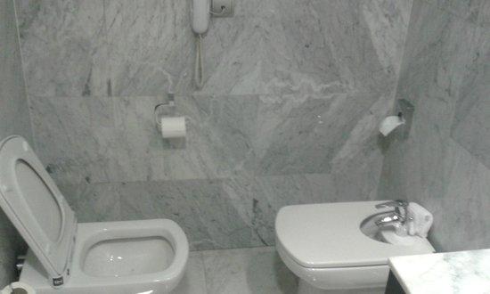 Hotel Nuevo Boston: Bathroom