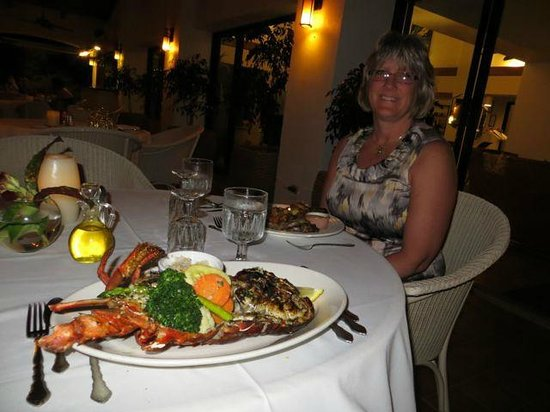 Mount Nevis Hotel Restaurant: Dinner is served! (with flash)