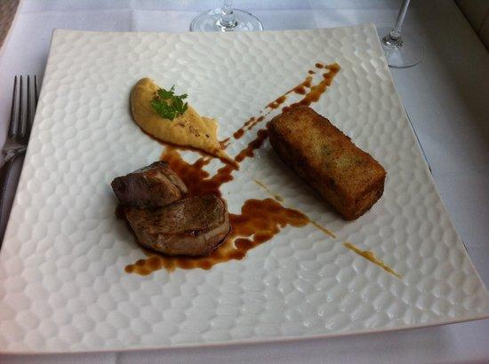 Restaurant l'Antigu: Noix de veau, purée de topinambour et risotto aux petits pois