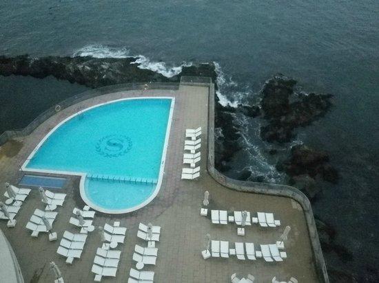 Sheraton Miramar Hotel & Convention Center: Vista desde la habitación, hacia la increíble piscina!!!