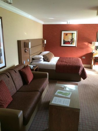 Seamill Hydro : Couch and bed area