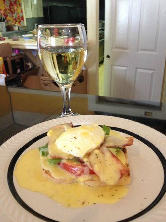 Kumquat Mae Bakery Cafe : FakinBacon BLT Eggs Benedict with Chardonnay