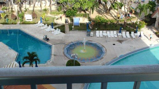 Grandvrio Resort Saipan : 7階のお部屋のバルコニーから見たプール