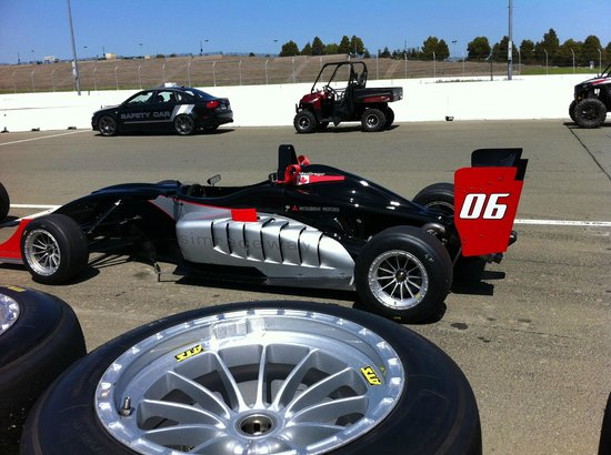 Simraceway Performance Driving Center: F3 on racing slicks for practice session (2014)