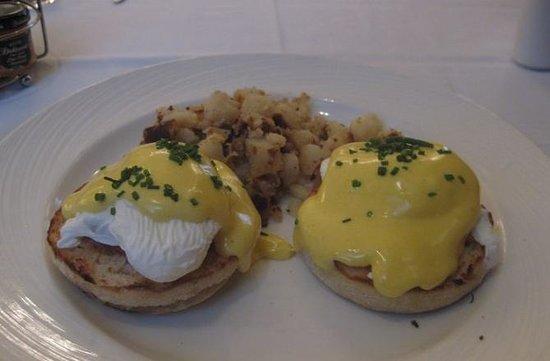 Omni William Penn Hotel : 朝食のエッグべネテクトとてもおいしい