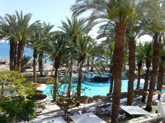 Leonardo Plaza Hotel Eilat : Вид из номера на бассейн и море